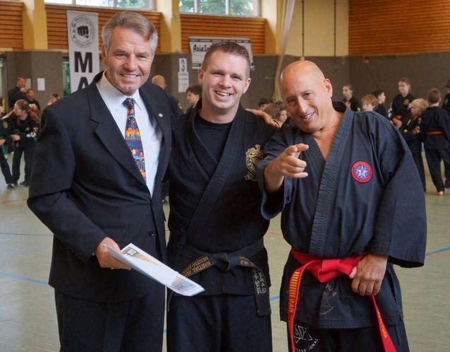 Kampfkunstsportler Hannover begehen 10jähriges Jubiläum und spenden für den guten Zweck