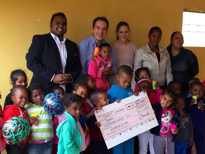Der ICH e.V. Botschafter für Südafrika, Simon Brunke, in Hamburg wohnend, besitzt allerbeste Kontakte nach Südafrika. Zusammen mit seinem langjährigen Freund Kevrin Naidoo, ist er seit vielen Jahren sozial engagiert und hilft, wo er kann.