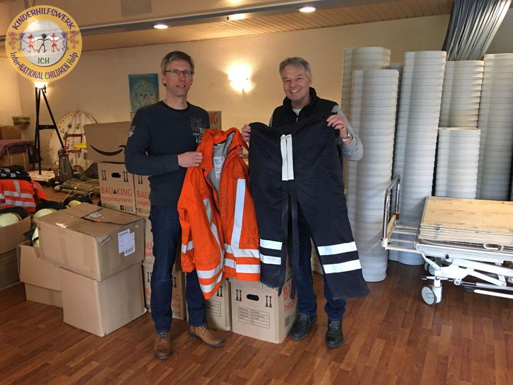 Oberbrandmeister Dirk Apel aus Velpke überbringt Hilfsgüter für Paraguay