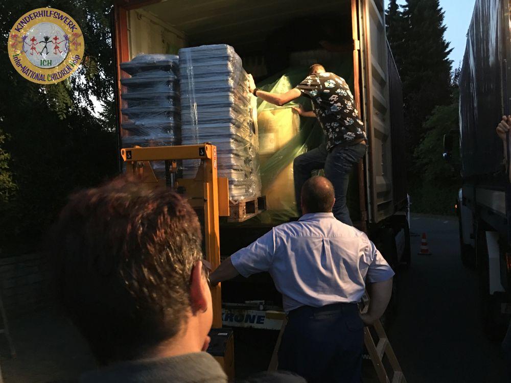 Container auf dem Weg nach Paraguay
