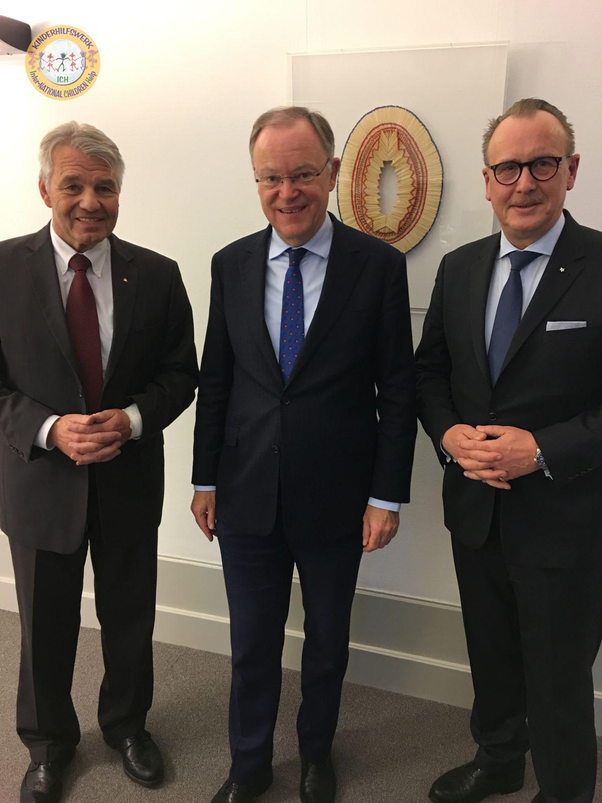 Niedersachsens MP Stephan Weil empfängt ICH-Delegation
