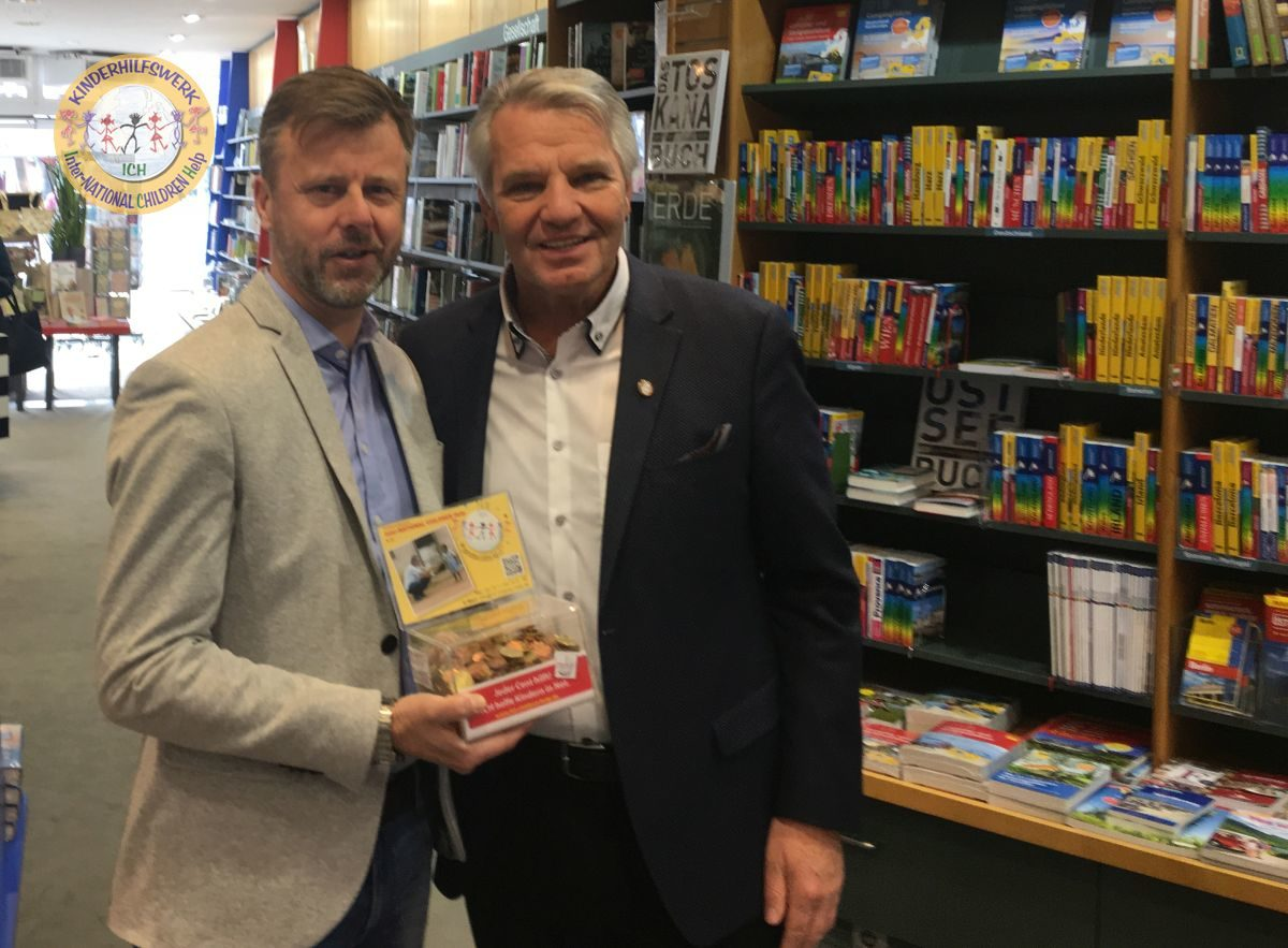 Buchhandlung Schmidt – Geschenkverpackung gegen freiwillige Spende
