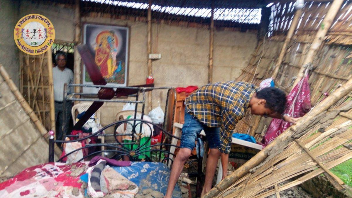 """Wirbelsturm vernichtete """"ICH e.V. Garden"""" (Assam/Indien)"""