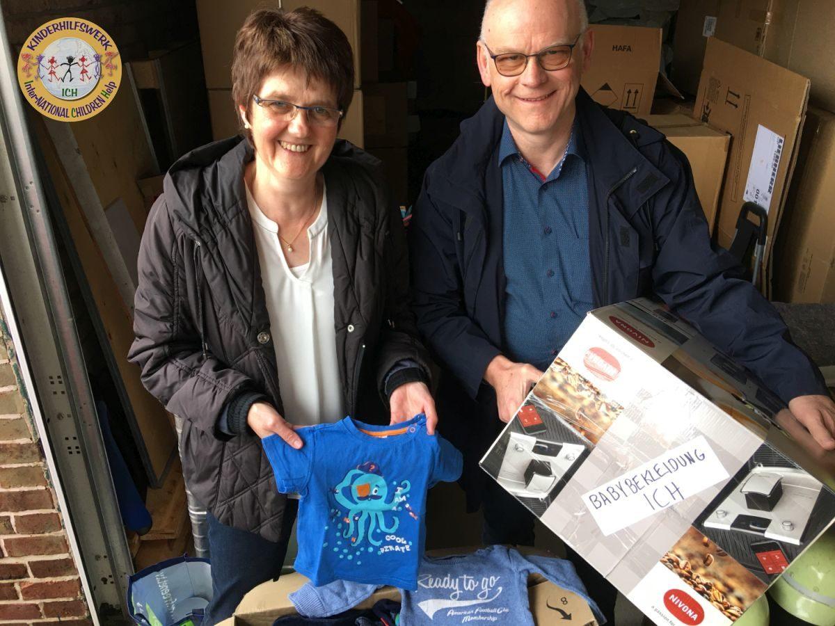 Eheleute van Haren und Feuerwehr Bedburg-Hau unterstützen vielfältig