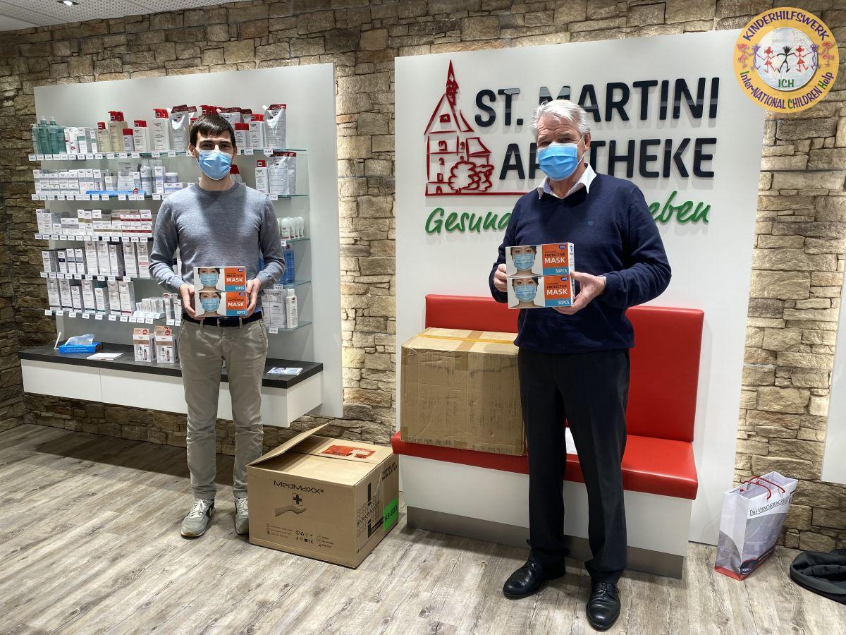Schützend helfen – St. Martini Apotheke spendet 5.000 Masken für Kinder