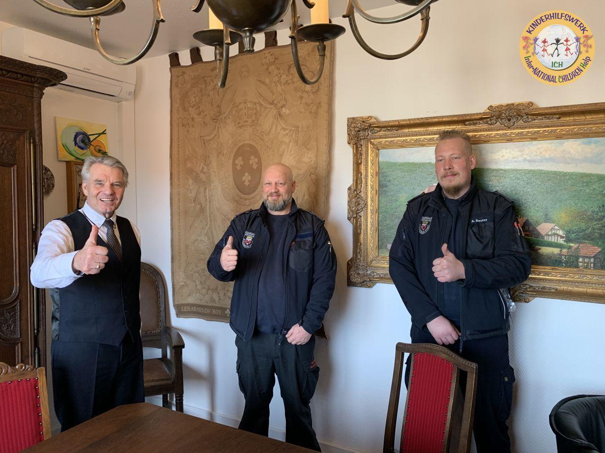Feuerwehr Bückeburg spendet 100-fach Sicherheit
